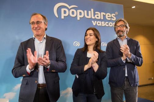 Alonso, Comerón y Oyarzábal en un acto del PP en la campaña de las elecciones generales en Vitoria.