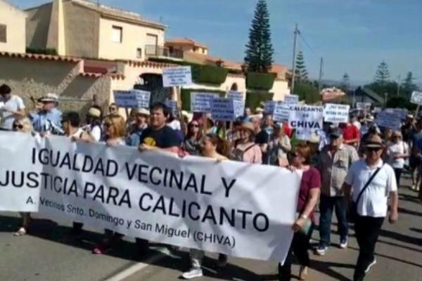 Vecinos de San Miguel y Santo Domingo de Calicanto, en una manifestación.