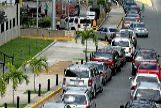Doce horas para llenar el depósito en Venezuela