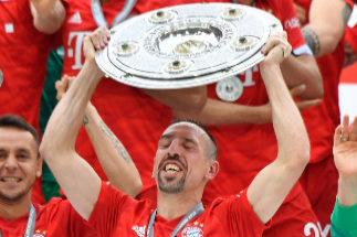El Bayern gana su séptima liga seguida y despide a lo grande a Robben y Ribery