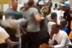 Schwarzenegger, golpeado por la espalda durante un evento deportivo  en Sudáfrica