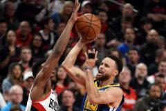 Otra exhibición de Curry y Green pone a los Warriors a un paso de la final de la NBA