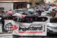Cabecera de la manifestación celebrada en Ugao-Miraballes.