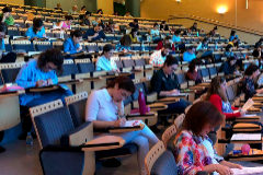 Opositores durante el examen de pediatría el pasado mes de noviembre.