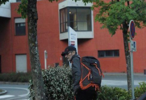 El terrorista Josu Ternera fue fotografiado el jueves en la localidad francesa de Sallanches momentos antes de ser detenido.
