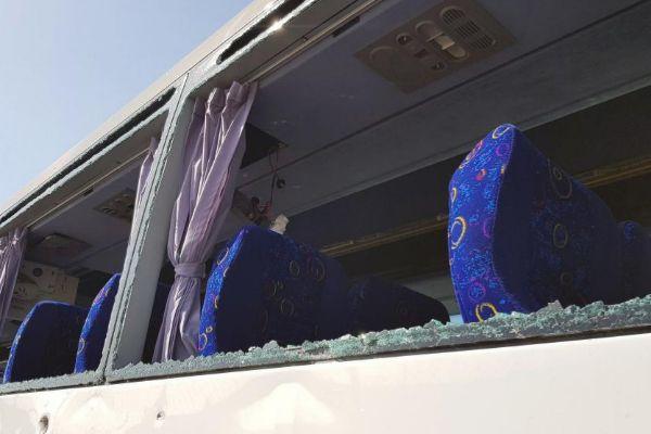 El autobús dañado tras la explosión, cerca de las pirámides de Giza.