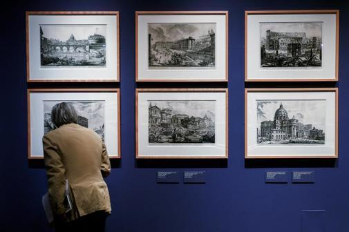 Un rincón de la exposición de Piranesi en la Biblioteca Nacional.