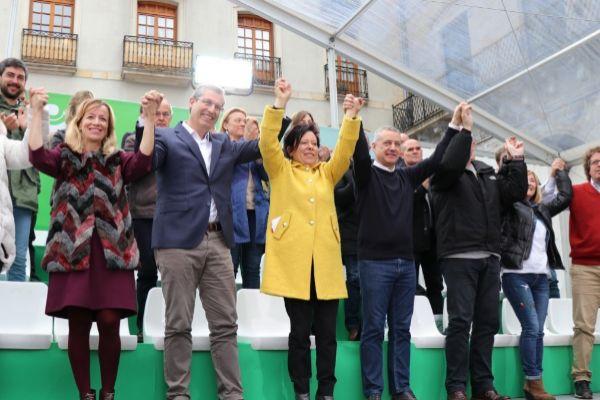 El lehendakari, Iñigo Urkullu, junto a los candidatos en Bergara.