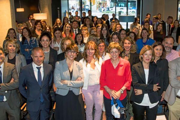 Un centenar de personas acudieron a la conferencia sobre liderazgo femenino organizada por CaixaBank.