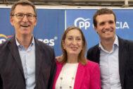 Alberto Núñez Feijóo, Ana Pastor y Pablo Casado, en un acto del PP en La Coruña este domingo