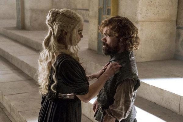 Daenerys Targaryen y Tyrion Lannister en una escena de la serie.