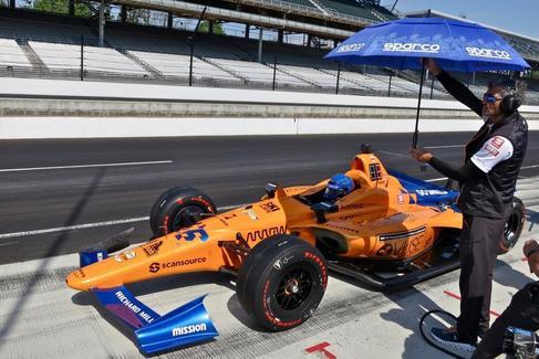 El desastre de Fernando Alonso y McLaren, fuera de la carrera en Indianápolis