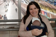 Ana Carmen R.P. con el pequeño Manuel