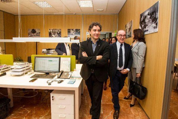 El secretario autonómico de Turismo, Francesc Colomer (PSOE), junto al presidente de Hosbec, Antoni Mayor, en una visita al Invattur de Benidorm.