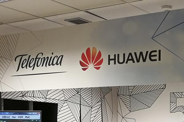 Telefónica y Vodafone estudian cómo afectará al consumidor español