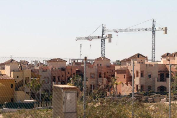 Varias viviendas situadas en la costa de Torrevieja.