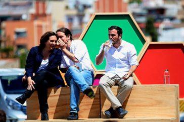Pablo Iglesias, junto a Ada Colau y Alberto Garzón, en un acto en Barcelona