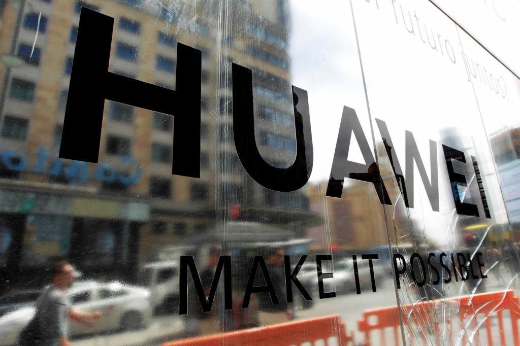 Escaparate de la tienda de Huawei en la Gran Vía de Madrid.