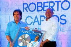 Roberto Carlos y Roberto Carlos, este lunes en Madrid.