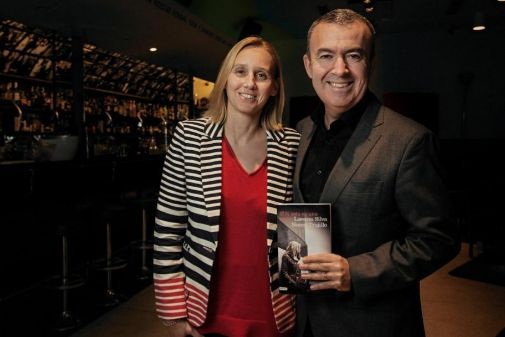 Los escritores Noemí Trujillo y Lorenzo Silva autores de 'Si esto es una mujer'.