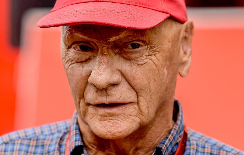 El ex piloto de Fórmula Uno Niki Lauda durante una entrevista en...