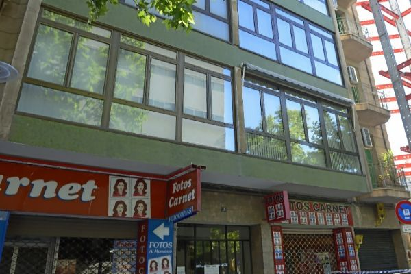 Fachada de la finca de la calle Simó Ballester desalojada el pasado sábado.