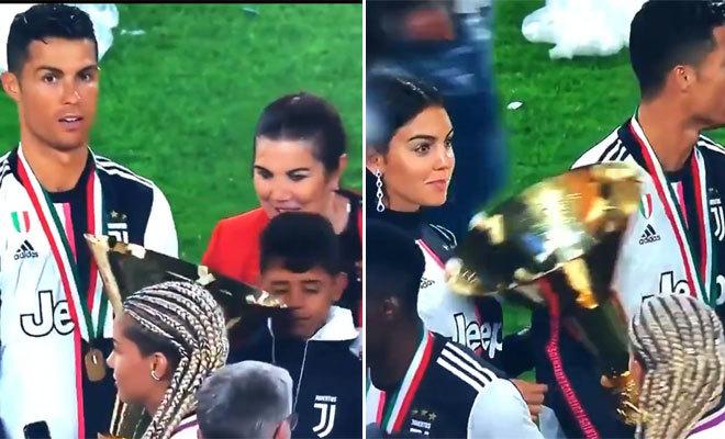 Ronaldo, con la copa de la liga italiana en las manos, golpea primero a su hijo en la cara (i) y después a su novia, en el pecho.