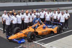 La grotesca cadena de errores de McLaren, sin volante y sin color naranja