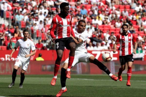 GRAF3448. <HIT>SEVILLA</HIT>.- El defensa argentino del <HIT>Sevilla</HIT> Gabriel <HIT>Mercado</HIT> (d), y el delantero del Athletic Club de Bilbao, Iñaki Williams (i), en una jugada del partido correspondiente a la jornada 38 de LaLiga Santander que los dos equipos juegan hoy en el estadio Sánchez Pizjuán. Julio Muñoz