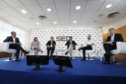Mari Carmen Sánchez (Cs), Paco Sanguino (PSOE), Luis Barcala (PP), Natxo Bellido (Compromís) y Xavier López (UP), en el primer debate de alcaldables organizado por 'Radio Alicante'.