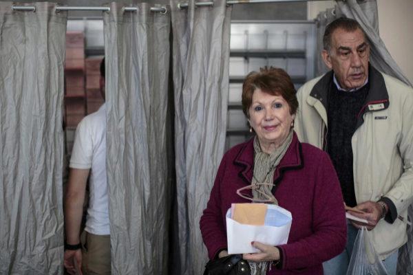 Dos votantes en las pasadas elecciones