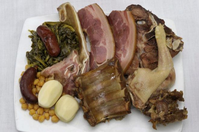 La pugna por cocinar el mejor cocido de España | Gastro