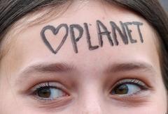 Una estudiante durante una de las protestas en Bruselas del movimiento 'Juventud por el clima'.