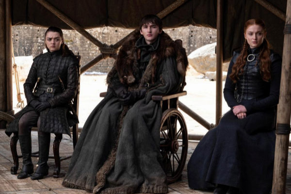 Maisie Williams (izda.), Isaac Hempstead-Wright y Sophie Turner.