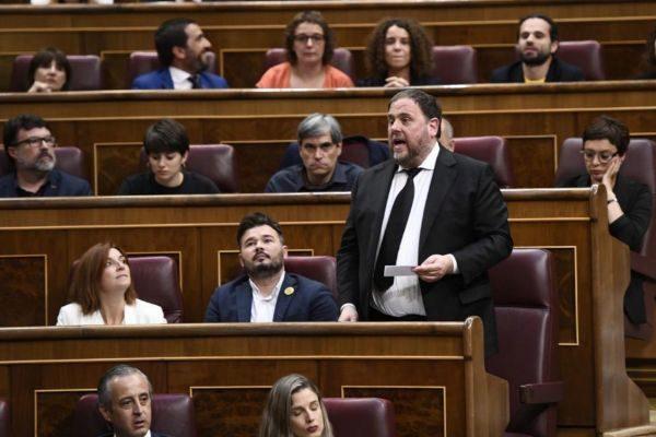 """El diputado de ERC Oriol Junqueras, en prisión por el juicio del 1-O, prometió su cargo """"como preso político""""."""
