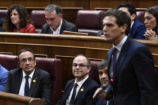 Albert Rivera habla en el Congreso ante la mirada de los secesionistas