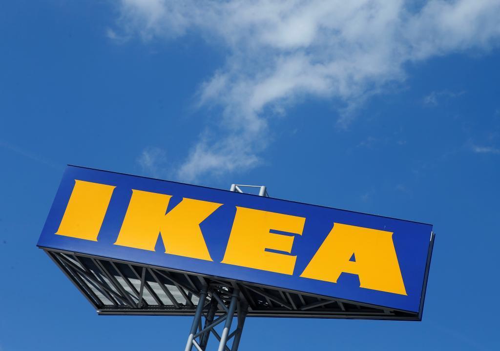 Cartel de Ikea en la entrada de una de las grandes tiendas de la marca.