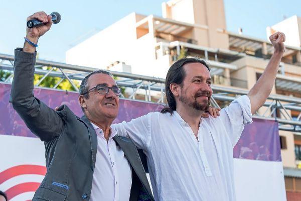 Juan Pedro Yllanes junto a Pablo Iglesias.