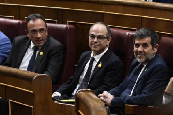 Los presos electos Josep Rull, Jordi Turull y Jordi Sànchez, ayer, en el Congreso.