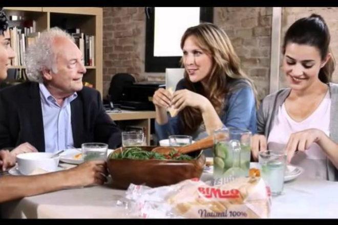 Eduard Punset, en uno de los anuncios que rodó para pan Bimbo.