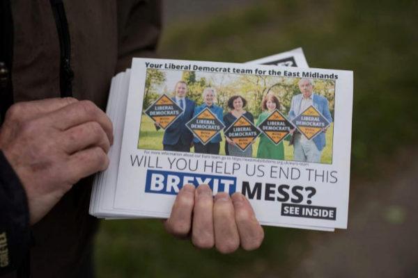 Propaganda del partido Liberal Demócrata de Reino Unido.
