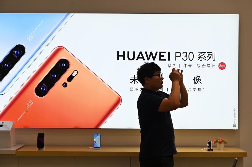 """""""Es de cajón: el que quería comprar un móvil Huawei o de cualquier otra marca ha decidido esperar"""""""