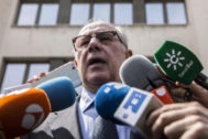 Rodrigo Rato sale de los juzgados de Plaza de Castilla tras una declaración por blanqueo.