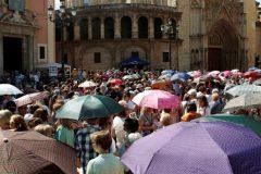 GRAFCVA4859. <HIT>VALENCIA</HIT>.- Miles de personas se agolpan a las puertas de la basílica de los Desamparados para participar en el besamanos a la patrona de <HIT>Valencia</HIT>.