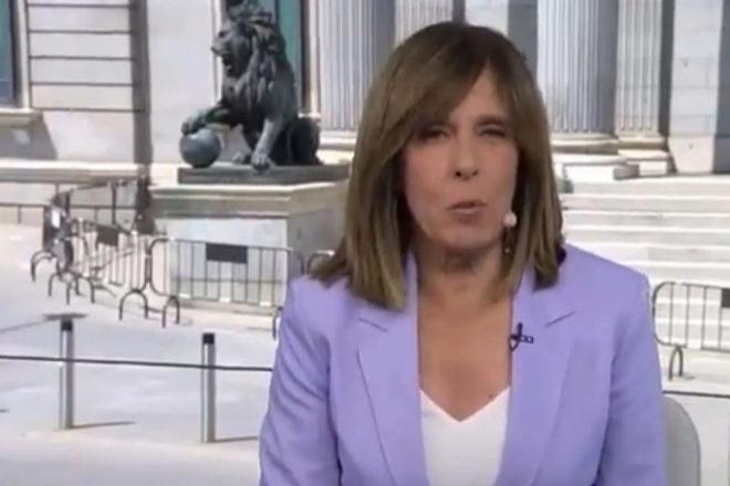 Ana Blanco presenta el Telediario desde el Congreso de los Diputados.
