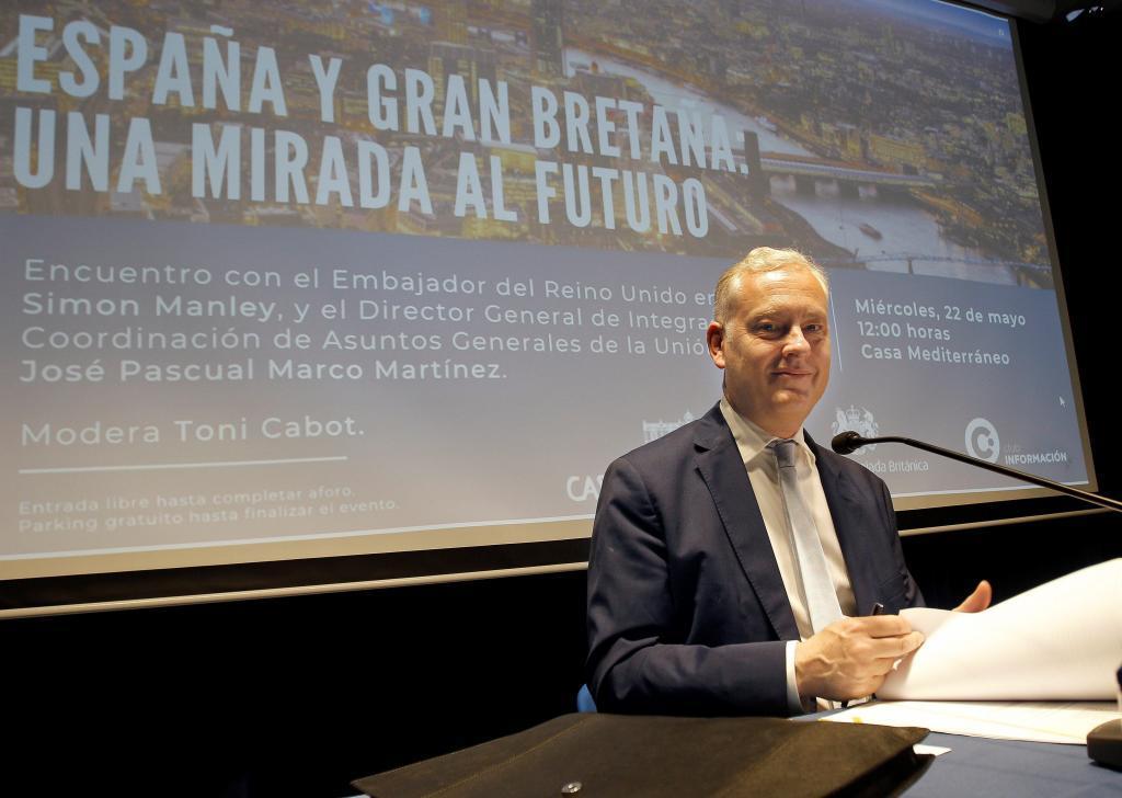 El embajador británico, Simon Manley, en Alicante este miércoles.