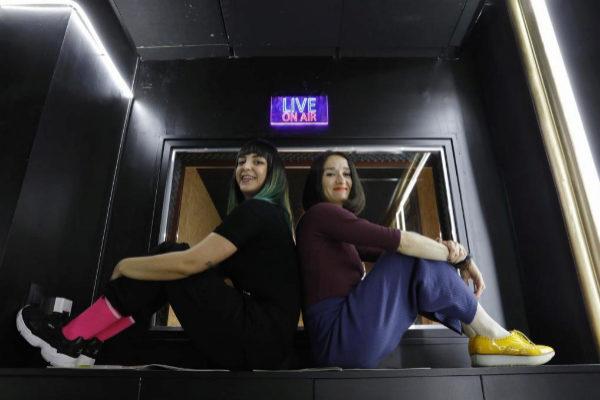 Alicia Álvarez y Marta Salicrú son las dos encargadas de orquestar Radio Primavera Sound.