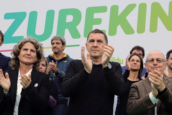 Arnaldo Otegi durante un acto de campaña.