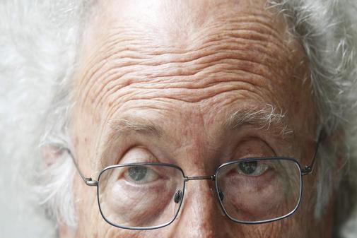 Punset con su emblemático peinado y gafas.