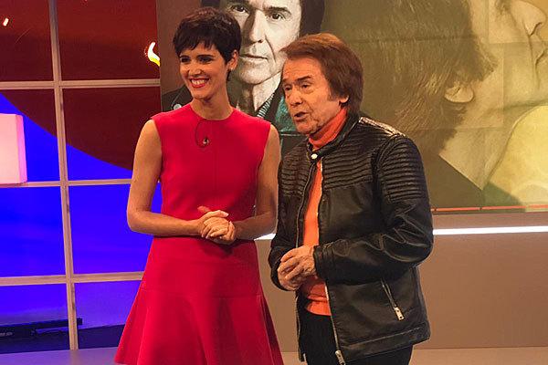 Raphael, con la presentadora de 'GlobalES', Rosa Frasquet.